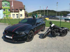 Ford Mustang a Harley Davidson - americké klasiky